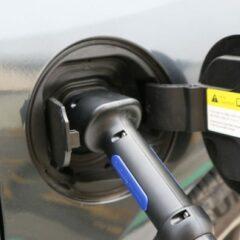 electric-cars-1068918_1280-590x2000